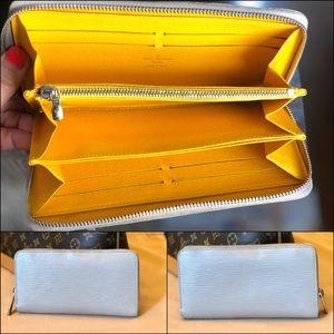💛Louis Vuitton Zippy wallet